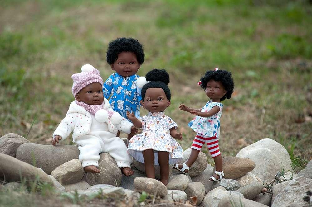 poupées-vinyles-noires-aux-cheveux-bouclés-frisés-crépus