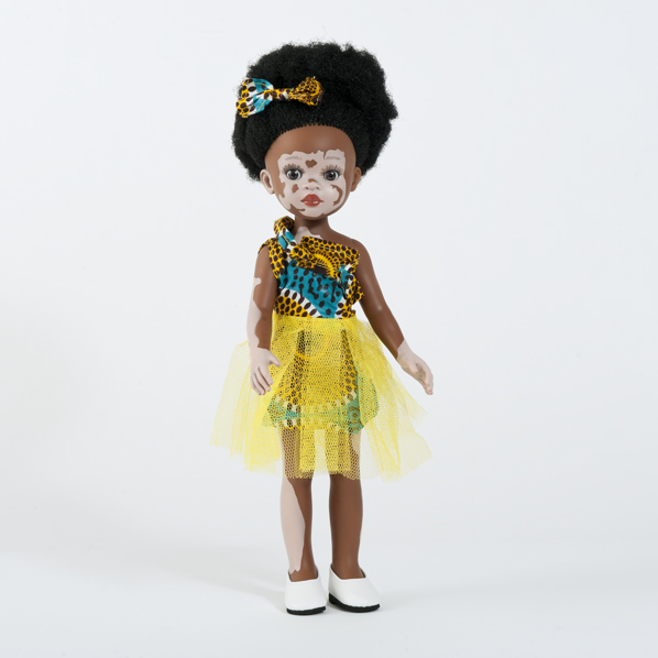 Poupée africaine vitiligo fille