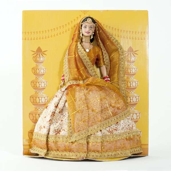 Poupée mannequin barbie portant une tenue bollywood