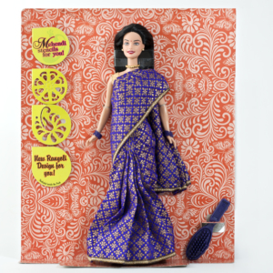 Poupée mannequin barbie portant un sari traditionnel