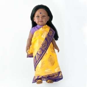NEELA poupée indienne aux cheveux longs noirs avec un sari jaune