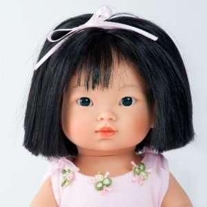 Aïna poupée ballerine asiatique aux cheveux noirs mi-longs
