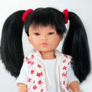 Ly ravissante poupée asiatique aux cheveux longs