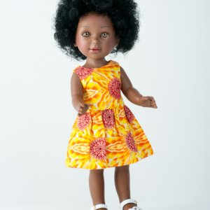 Keyana ravissante poupée africaine avec cheveux bouclés et robe en tissu wax
